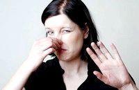 Як позбутися неприємного запаху в шафі