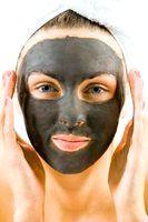 Фото - Як приготувати маску-плівку з активованим вугіллям.