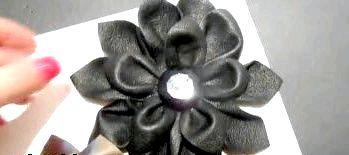 Фото - Як зробити квітку зі шкіри