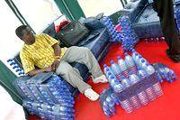 Фото - Як зробити диван з пластикових пляшок