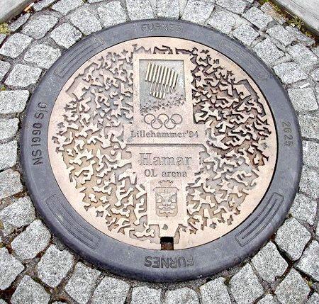 Фото - Чому каналізаційні люки круглі, а не квадратні?