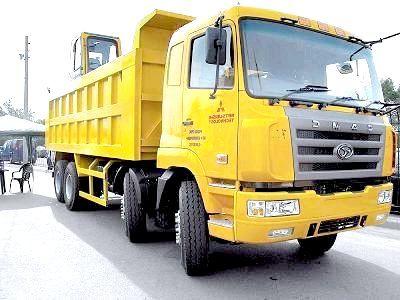 Фото - Стоянка вантажних автомобілів в приватному секторі